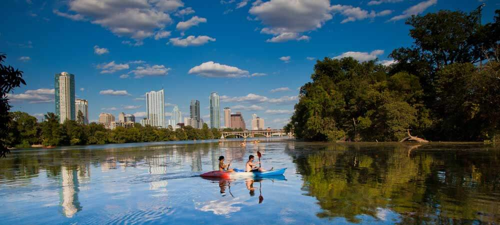 Can you believe that there are budget hotels and hostels in Austin near this beautiful lake? Save money and get a great view near Lake Lady Bird in Austin, TX. Check out my guide on where to stay in Austin to learn more.