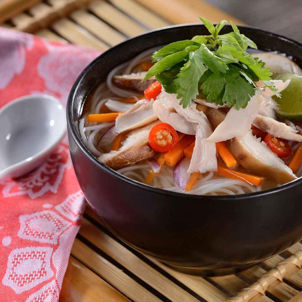 Closeup photograph of a noodle-based soup.
