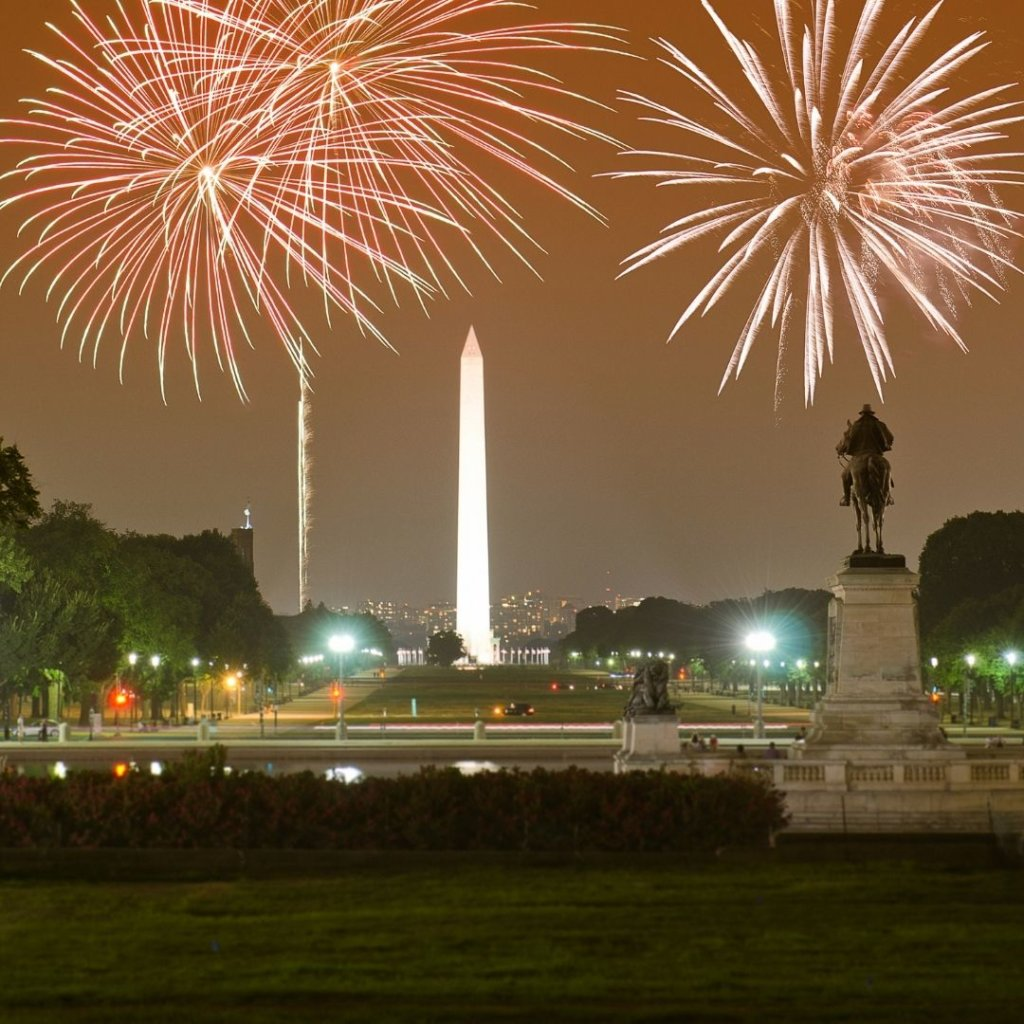 FIreworks exploding in the night sky over the National Monument in Washington, DC.
